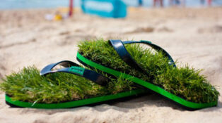 Thongs with grass