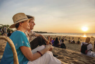 Mindil Beach Sunset Markets attracts grey nomads