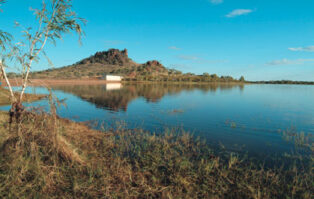 Cloncurry attracts grey nomads