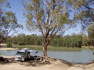Grey nomads camping at the Murray River