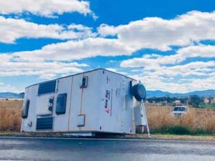 Caravan rollover near Tamworth