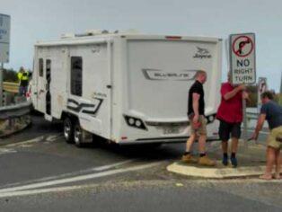 Caravan gets stuck on Macksville Bridge