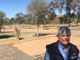 Alice Springs caravan park empty of grey nomads