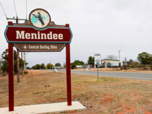 Grey nomads love to stop in Menindee