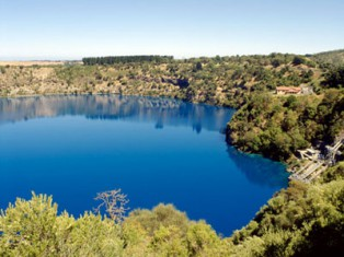 Grey nomads visiting the Blue Lake, Mount Gambier