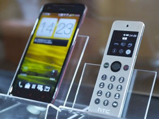 Mini smartphone for grey nomads