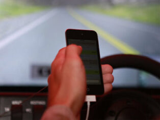 Katasi Groove stops texting while driving