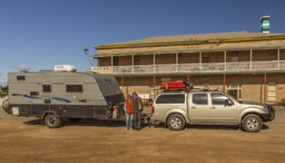 Rod and Dee enjoy grey nomad romance