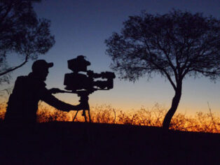 Outback film festival in Winton attracts grey nomads