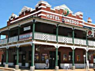 Dunedoo Hotel attracts grey nomads