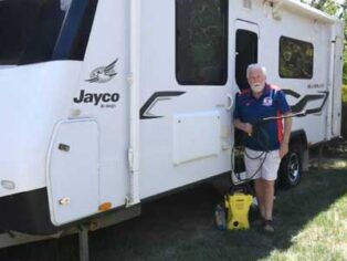 Grey nomads want to washing their caravans
