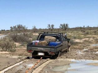 Strzelecki Track, flooding, grey nomads